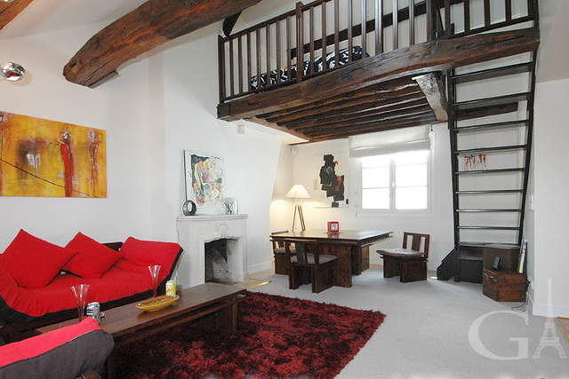 Apartment with mezzanine