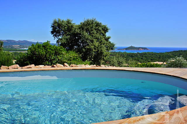 Airy colourful comfortable Corsica villa