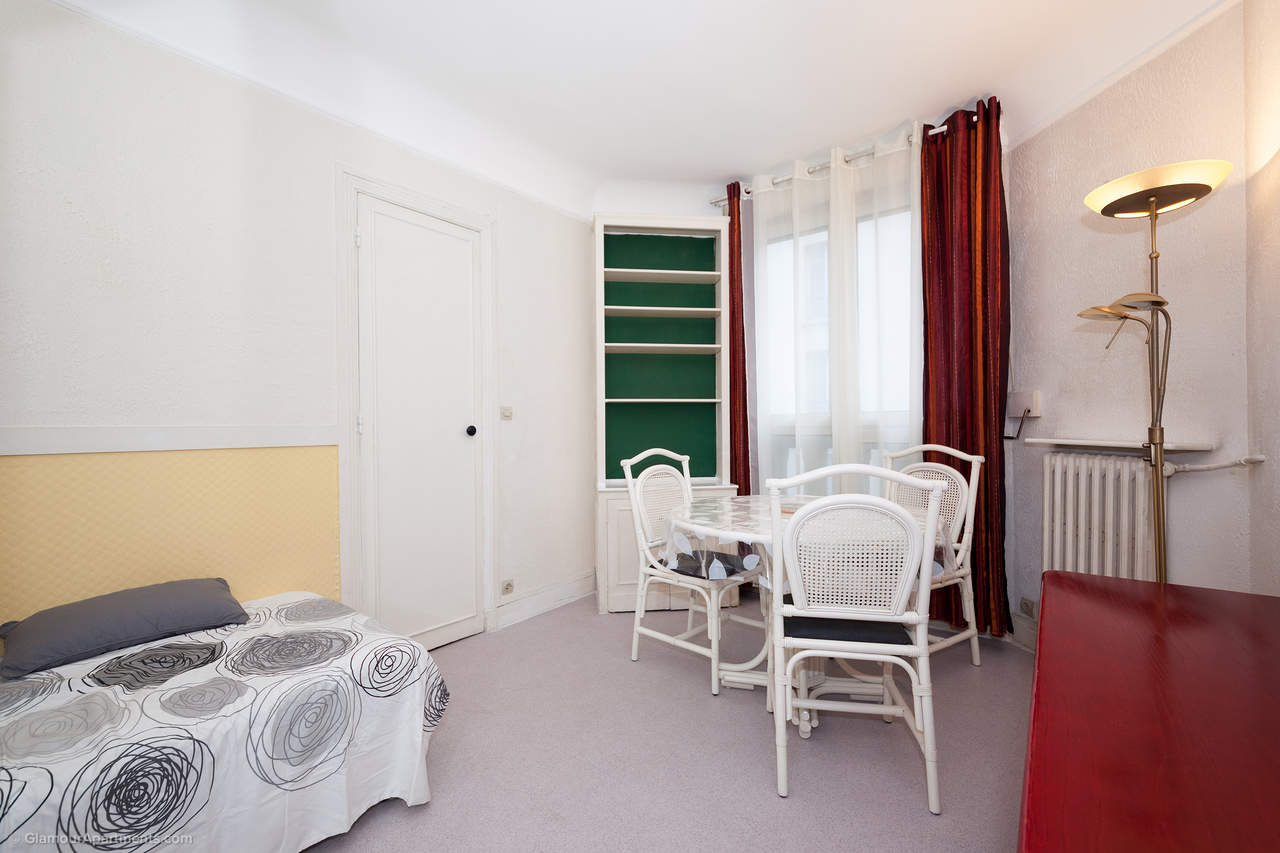 Apartment Cloys - long term rent in Paris