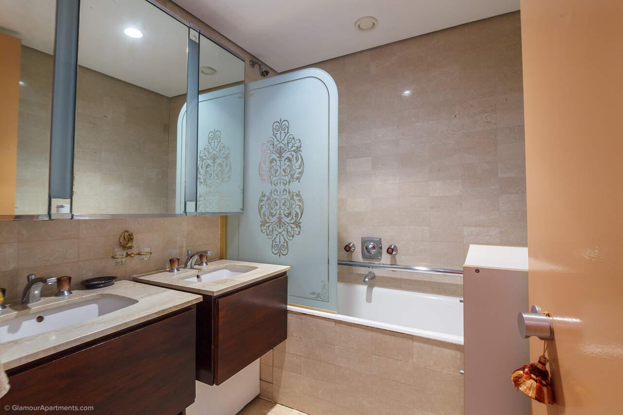 La 1ère salle de bains