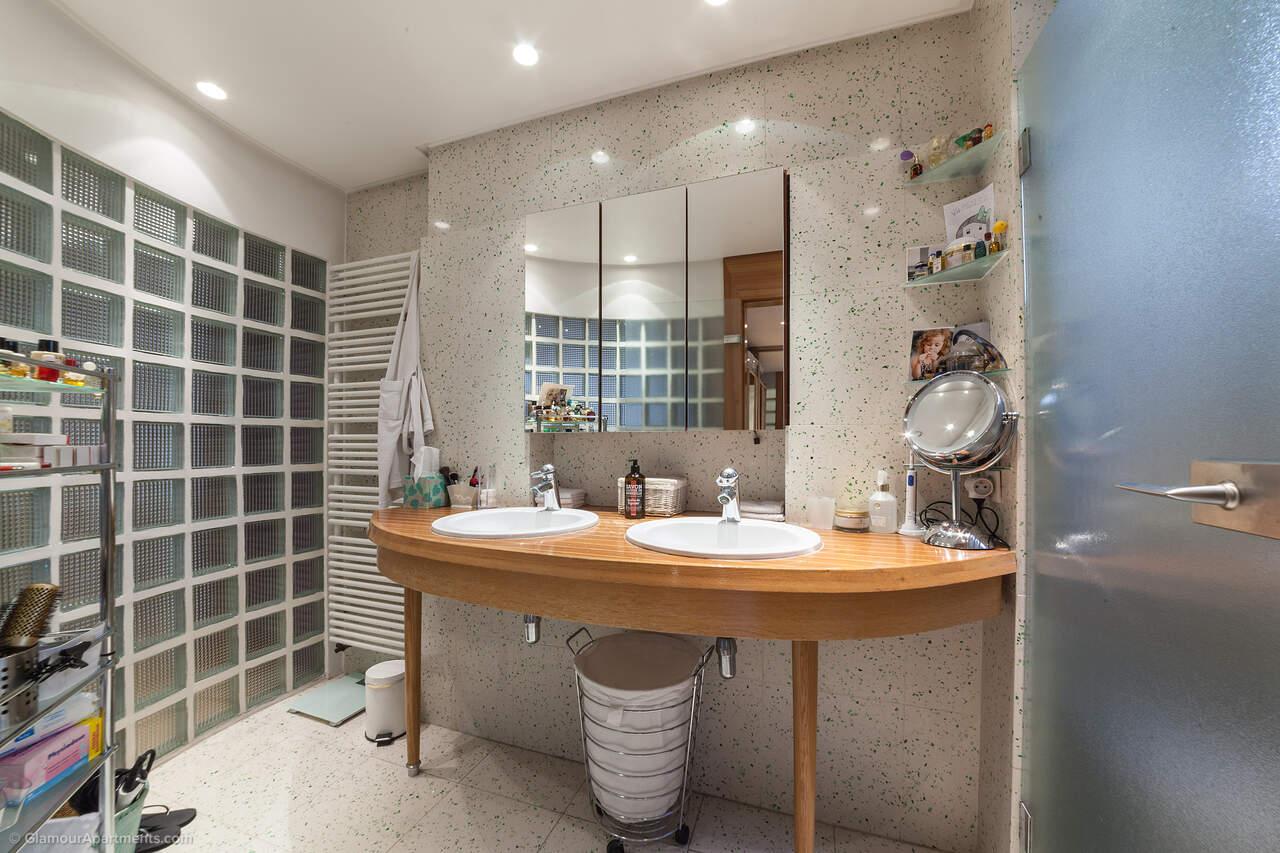 第二间浴室